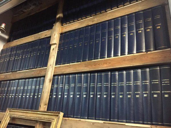 archivio-giornale-umbria-volumi-collezione-stock360-0